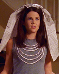 Gilmore Girls, S02E02: Hammers and Veils